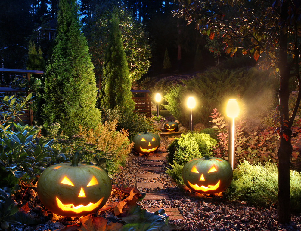 Halloween Lighting Tips Spooky Halloween 13 Safety Tips For Homeowners This Halloween Adt Security 13 Safety Tips For Homeowners This Halloween Adtsecuritycom